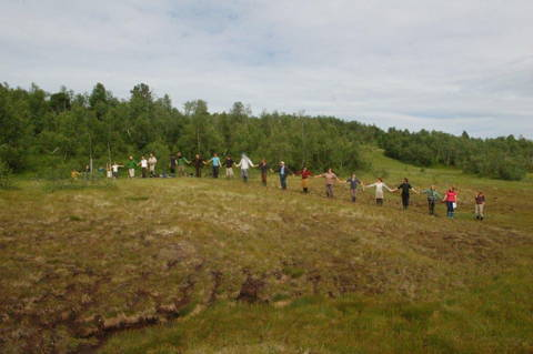 Students on a rim raised bog at Tågdalen, Norway (Photo: H. Joosten)